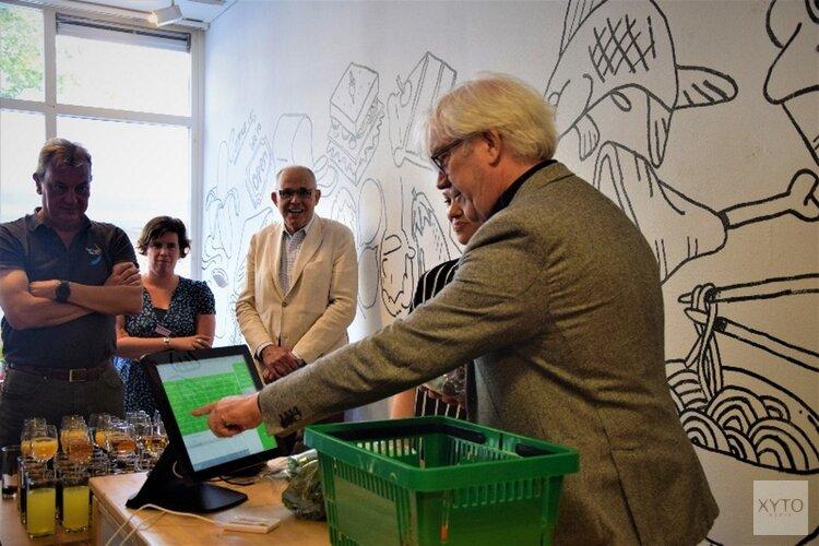 Bert van Alphen opent Verswinkel