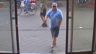 Den Haag - Gezocht - Diefstal bij parkeerautomaat Den Haag