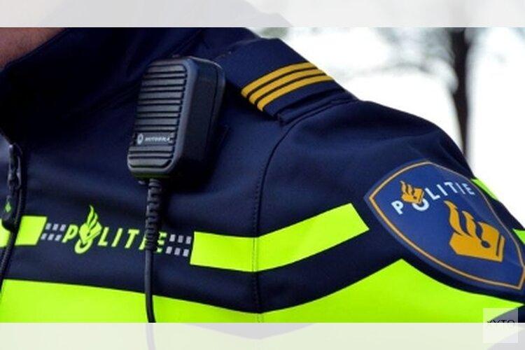 Zwaar illegaal vuurwerk gegooid naar politievoertuig