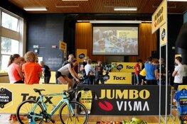 Team Jumbo-Visma Academy wil met clinic op Haags Montessori Lyceum meer jongeren op de fiets krijgen