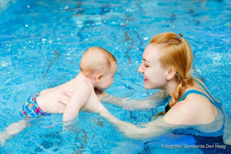 Teddybeerzwemmen in zwembad Overbosch