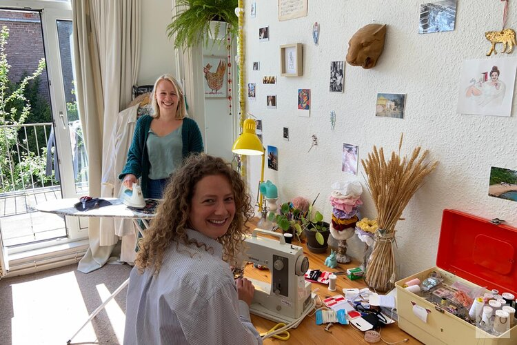 Haagsche meiden lanceren hippe wasbare mondmaskers