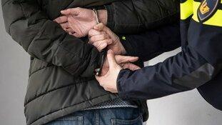 Man aangehouden voor belediging en geweld tegen handhavers