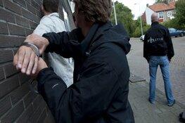 Aanhouding na beroving met vuurwapen, politie zoekt tweede verdachte