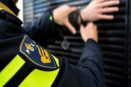 Scooterrijder aangehouden nadat hij op agent inrijdt